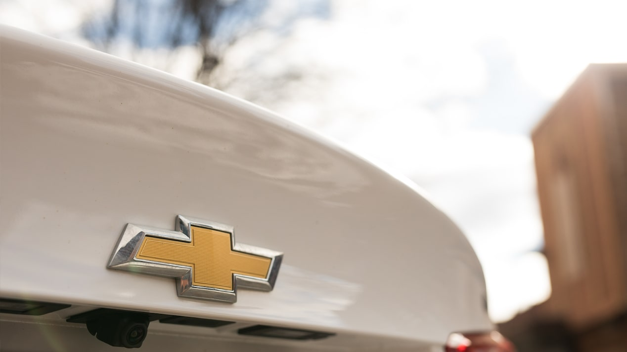 Close-up shot of the Chevrolet bow tie on the Malibu's trunk.