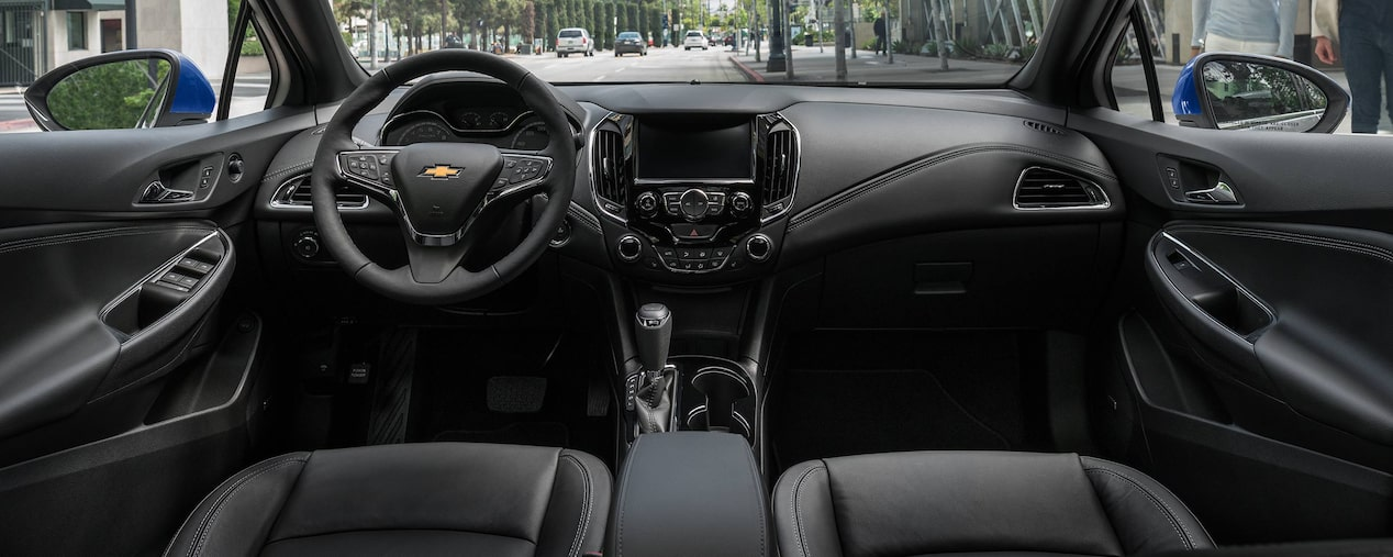 Chevrolet Cruze Diesel Hatchback: Interior Technology