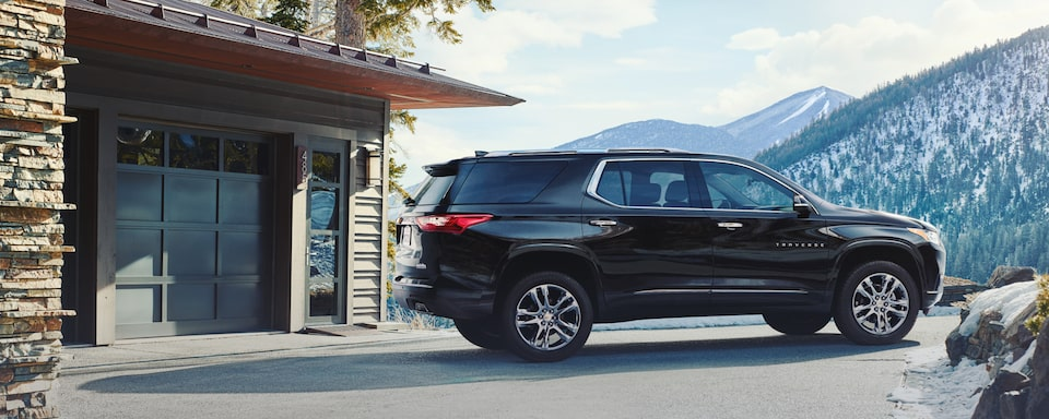 2021 Chevrolet Traverse Mid-Size SUV Front Side Exterior