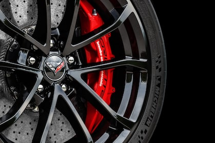 2017 Chevrolet Grand Sport sports car wheel & tire details