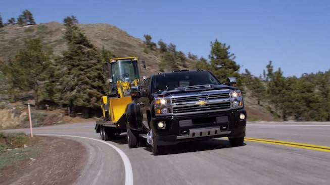 Silverado Films: Howie Long - Silverado HD vs the Competition in a Strength and Towing Test