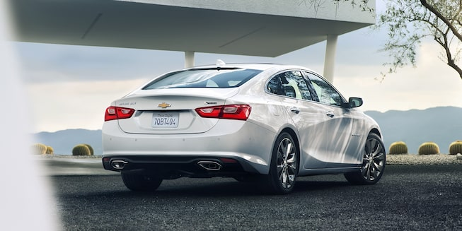 2018 Chevrolet Malibu Mid Size Car Exterior Photo: rear view 1