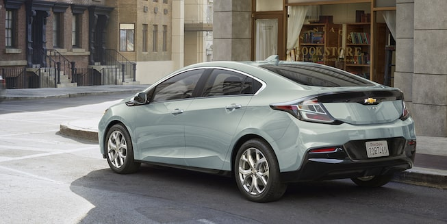 2018 Volt Plug-In Hybrid Exterior Photo: rear side view