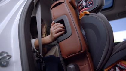 All New 2018 Traverse Midsize SUV: Hands-Free Gesture Liftgate