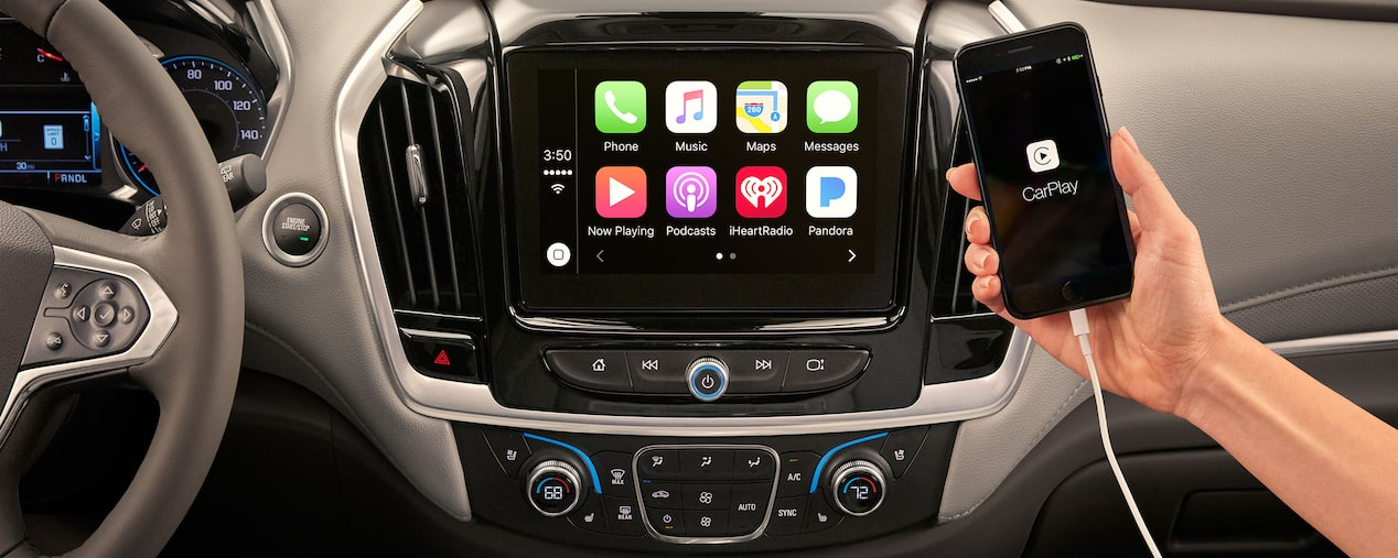 2018 traverse midsize suv technology apple carplay display