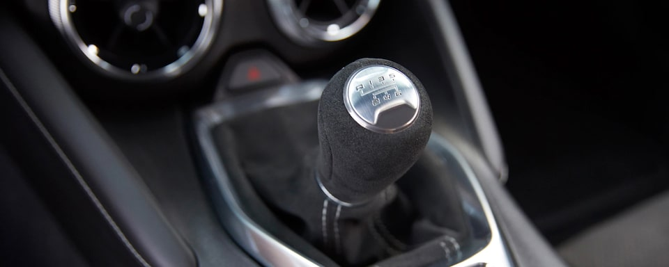2020 Camaro 1LE Track Package: suede-wrapped shift knob