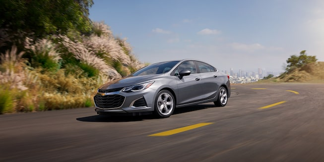 2019 Cruze Small Car Exterior Photo: side