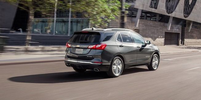2019 Equinox Small SUV Exterior Photo: rear 2