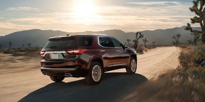 2019 Traverse Midsize SUV Exterior Photo: rear view 2