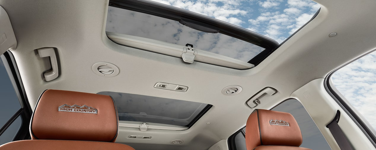 2019 Traverse Mid Size SUV Design: Dual SkypScape 2-panel power sunroof