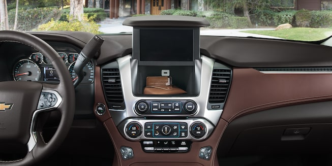 2020 Suburban Large SUV Center Dashboard Storage