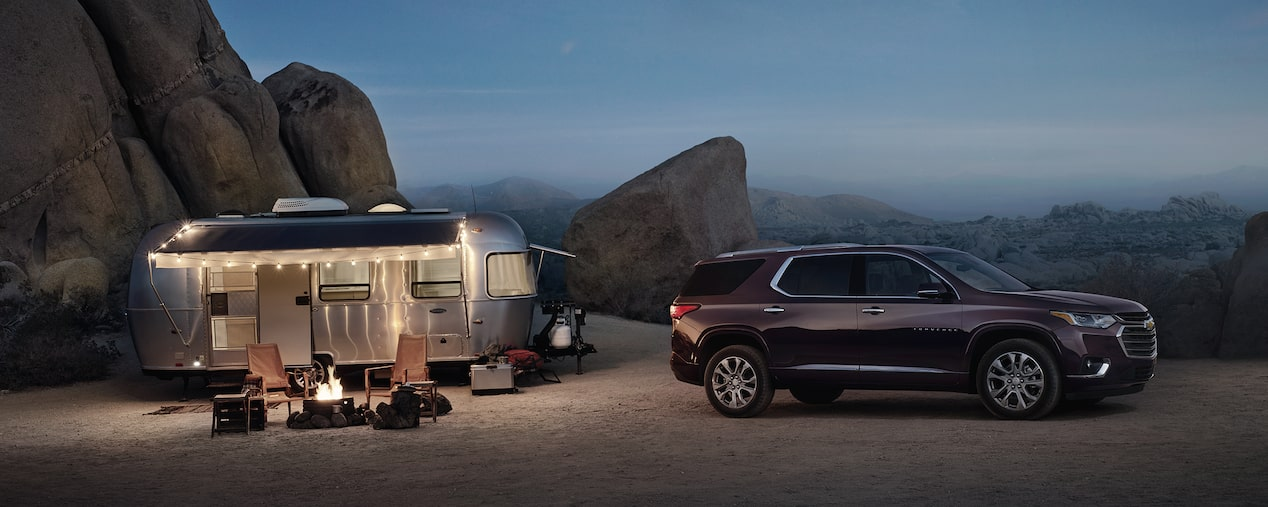 2020 Chevrolet Traverse Mid-Size SUV Towing Trailer