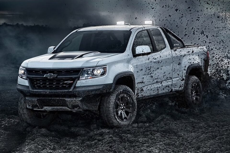 2020 Chevrolet Colorado ZR2 Dusk Edition Off-Road Truck roof lights on