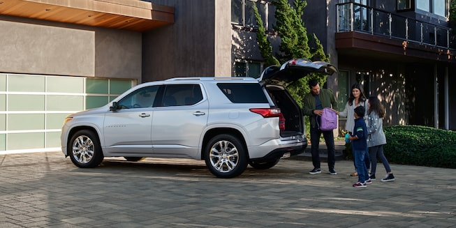 2021 Chevy Traverse Exterior Photo: Side Profile with Family